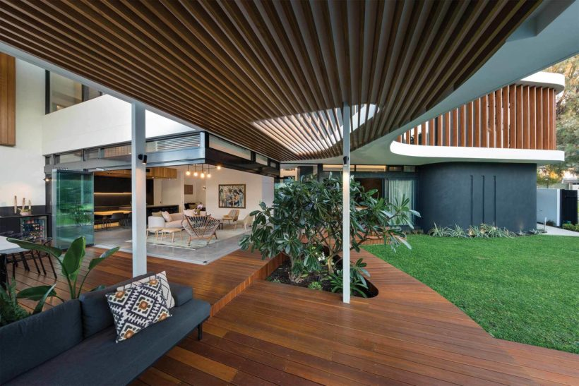 Cottesloe House - Vulcan Cladding and Vulcan Screening - Abodo Wood