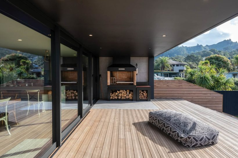 Waihi Beach House - Vulcan Decking and Rhombus Clip - Abodo Wood